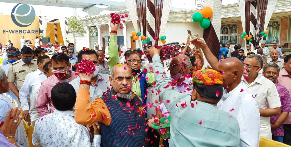 Cabinet Minister Moolchand Sharma Addressing The People Present At The Holi Milan Ceremony