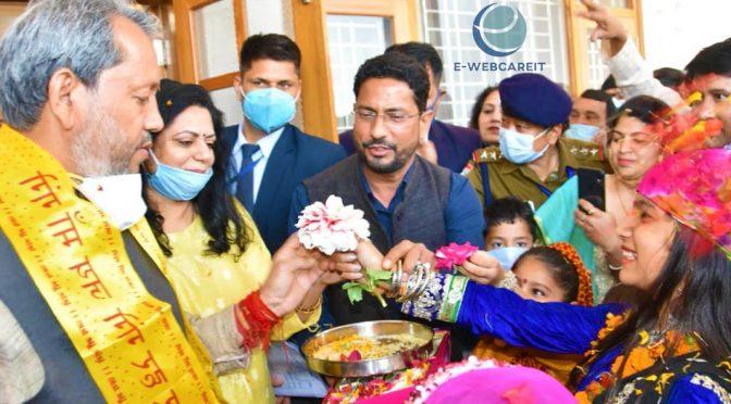 मुख्यमंत्री श्री तीरथ सिंह रावत ने प्रकृति का धन्यवाद देते हुए बच्चों के साथ फूलदेई  मनाया